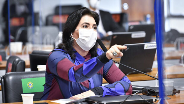 Simone garante que CPI já tem provas para pedir impeachment de Bolsonaro