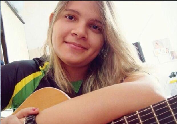 Cantora e compositora morre aos 26 anos por complicações da Covid-19
