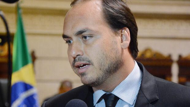 Funcionários fantasmas: Carlos Bolsonaro tem sigilo fiscal e bancários quebrados
