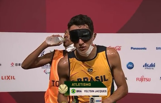 Yeltsin Jacques 'dá presente' para Campo Grande e fatura 1º ouro do atletismo nas Paralimpíadas