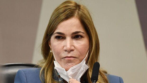 CPI aprova afastamento de secretária do Ministério da Saúde, conhecida como 'Capitã Cloroquina'
