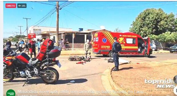Vídeo: motociclista tem cabeça esmagada em batida com caminhão em Campo Grande