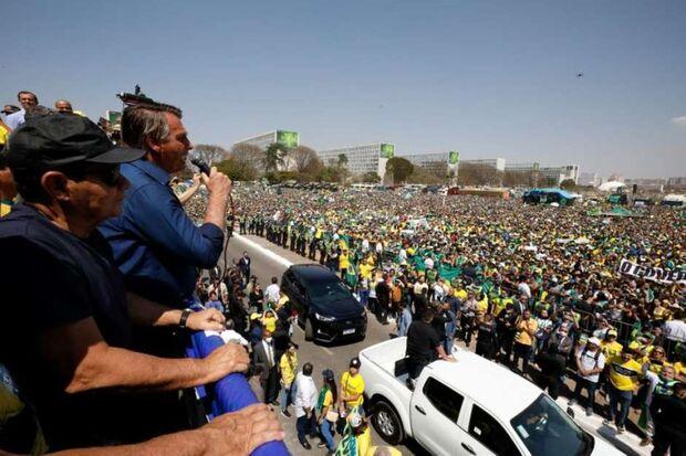Sem se vacinar, Bolsonaro acha que contraiu covid pela segunda vez