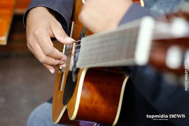 Prefeitura promove oficina de violão para jovens de 15 a 29 anos