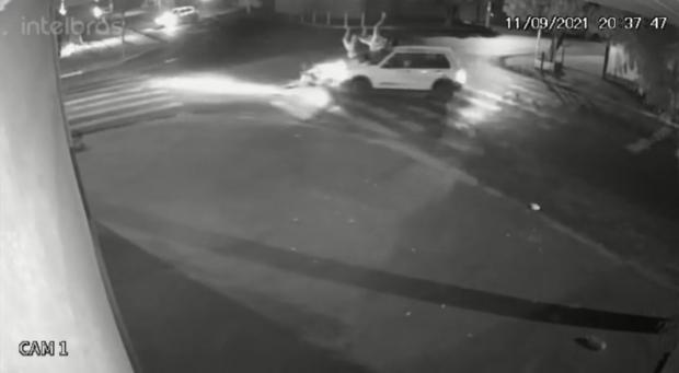 Motorista de Uno atropela mãe e filha e é 'caçado' em MS