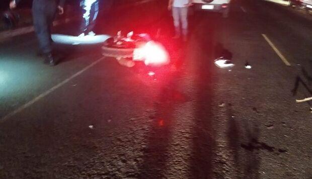 Mototaxista é atropelado por carreta e morre em MS