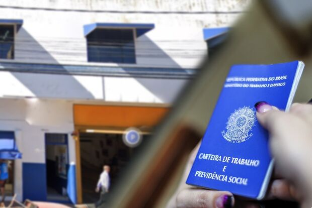 Adolescente é humilhada em venda de curso disfarçada de 'vaga de emprego' na Dom Aquino