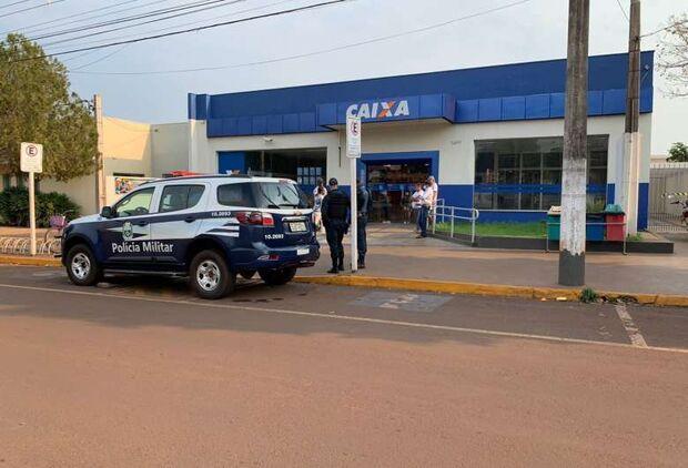 Assaltantes derrubam parede de agência bancária em Maracaju