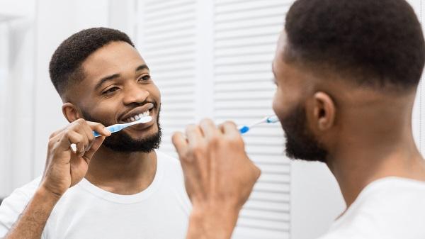 Brasileiros são os que mais escovam os dentes e tomam banho do mundo