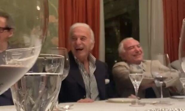Bolsonaro vira 'piada' em jantar com homenagens para Temer