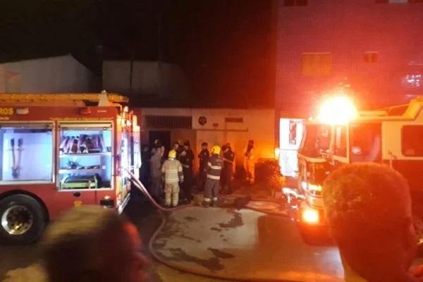 Ex-marido tranca mulher e filhos e incendeia casa no DF