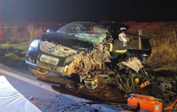 Acidente entre caminhão e carro deixa vítima presa às ferragens em Nova Andradina