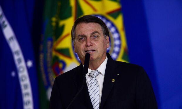 Bolsonaro dá 100 milhões em descontos para casas de policiais, bombeiros e outros servidores