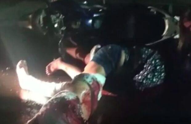 Motociclista bate moto em carreta estacionada e morre em Ponta Porã