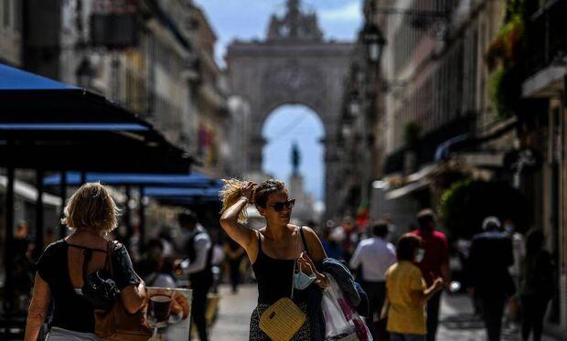 Portugal atinge 80% da população imunizada e suspende uso obrigatório de máscara em locais abertos