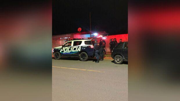 Vídeo: bêbado, homem invade casa e bate na mãe e avó do filho
