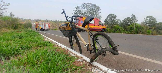 Ônibus de frigorífico atropela e mata ciclista na BR-267