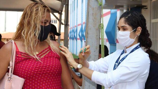 Campo Grande aplica dose extra e 2ª dose da vacina contra a covid-19 nesta quarta