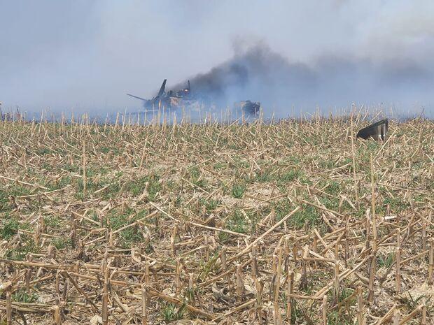 Vídeo: trabalhadores ajudaram a controlar chamas após queda de avião em Campo Grande