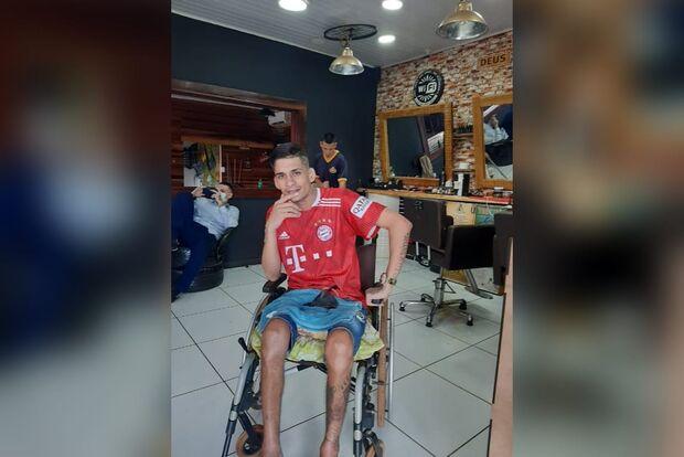 Rapaz tenta arrecadar R$ 6 mil para cadeira de roda nova em Campo Grande