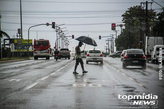 Feriado será quente, chuvoso, com risco de temporais em Campo Grande