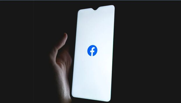 Facebook diz que falha interna derrubou redes