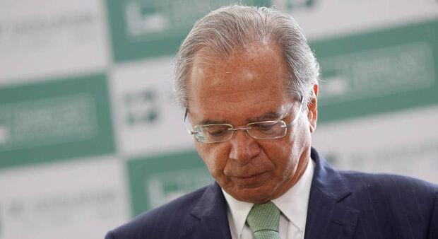 Maioria dos brasileiros apoia demissão de Paulo Guedes, diz pesquisa
