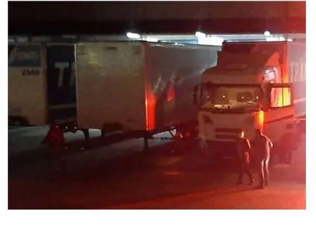 Funcionário de transportadora tem crânio esmagado ao realizar manobra em caminhão