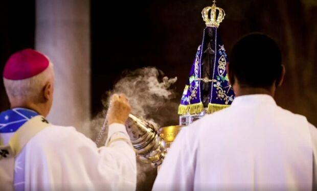 """Arcebispo pede pátria amada ao invés de """"pátria armada"""""""
