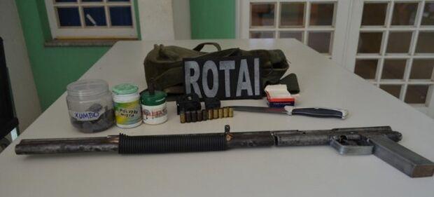 Jovem é preso em Coxim com arma de fogo e munições