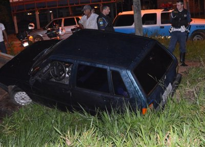 Motorista atropela adolescente, foge e tomba veículo na BR-359