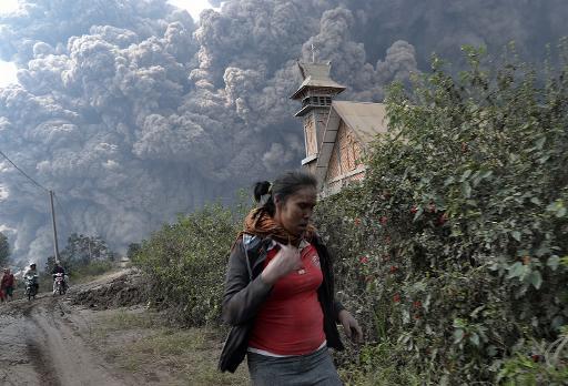 Erupção de vulcão na Indonésia mata ao menos 11 pessoas
