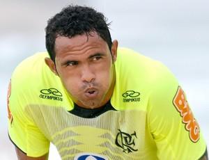 Goleiro Bruno assina contrato com clube mineiro e pode voltar ao futebol