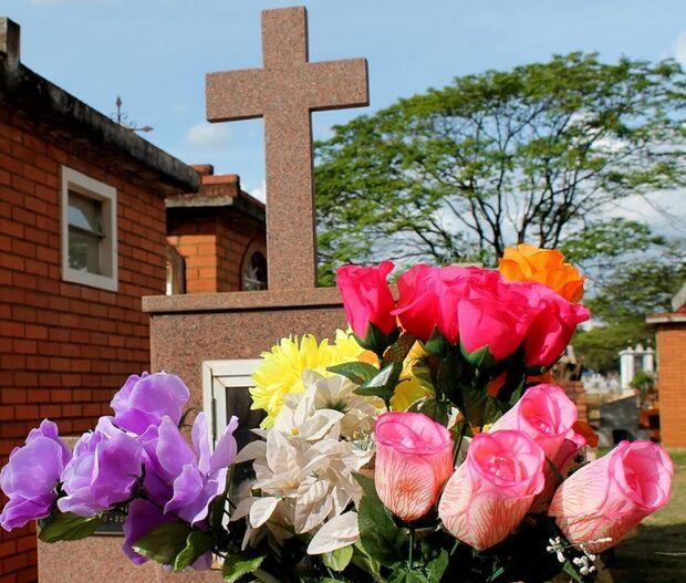 Cemitérios da Capital devem receber mais de 70 mil visitantes neste feriado