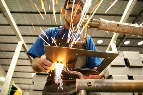 Produção industrial sobe 0,7% em setembro, aponta IBGE