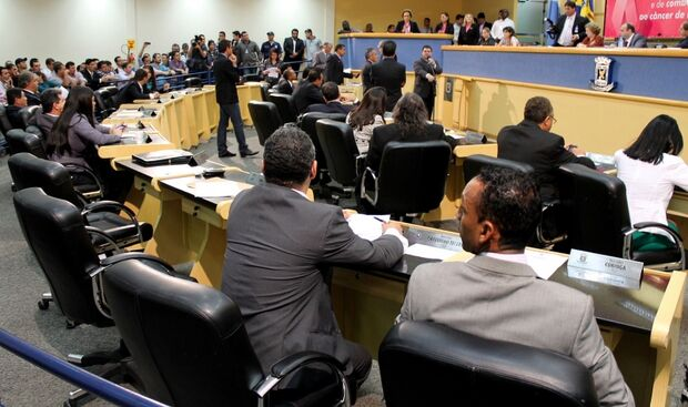 Base aliada de Bernal se reúne para debater pontos críticos