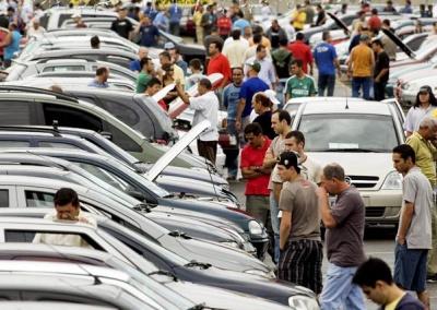 Venda de veículos novos no Brasil cai em outubro e dificulta meta de 2013