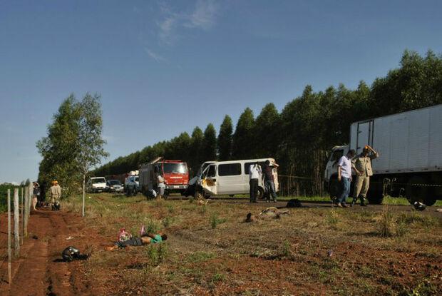 Acidente entre motocicleta e Van em Dourados resulta em dois mortos e dois feridos