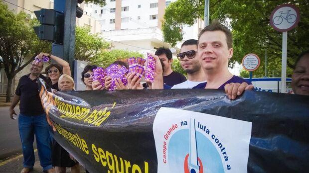 Grupos de prevenção ao HIV/Aids protestam contra Sesau e denunciam falta de recursos