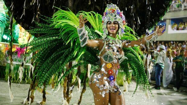 No país onde carnaval é paixão, eles preferem dormir e acordar só quando a folia acabar