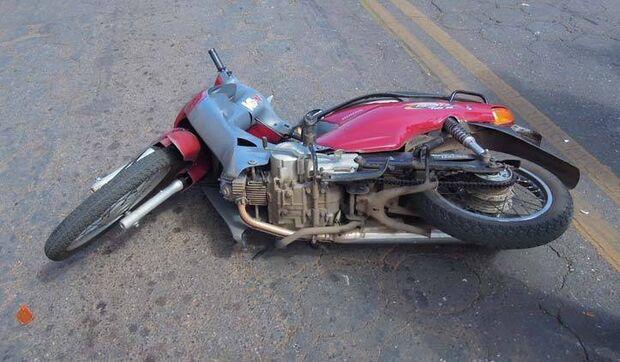 Mulher cai de moto, não resiste a ferimentos e morre na Santa Casa