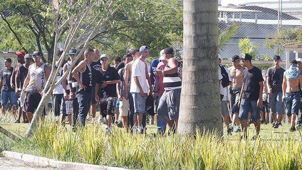 Corinthians promete identificar e punir culpados por invasão ao CT