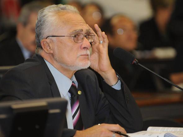 José Genoino é internado em UTI após passar mal