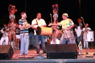 Sampri e bateria da Vila Carvalho abrem Carnaval 2014 na Capital