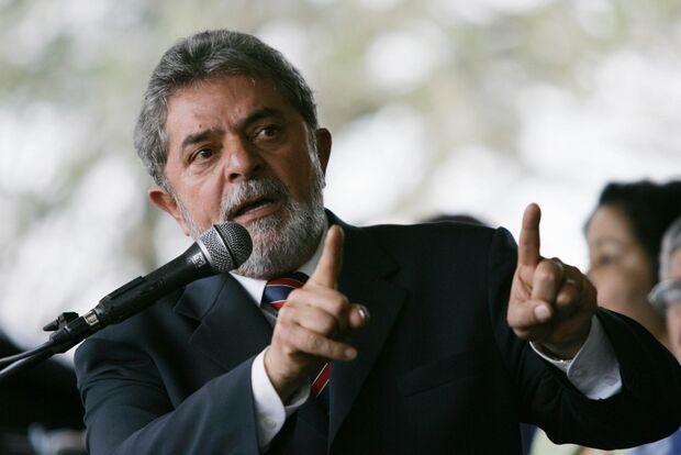 Lula diz não falar de eleição porque já foi multado, mas cita Dilma