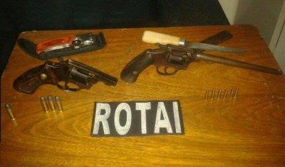 Dupla é presa com armas de fogo e munições em Rio Verde