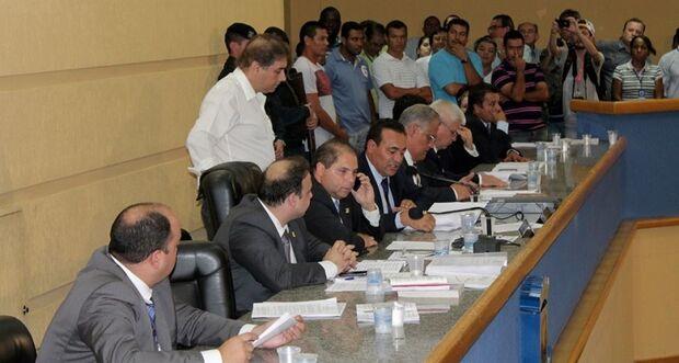 Vereadores retomarão julgamento de Bernal após recesso