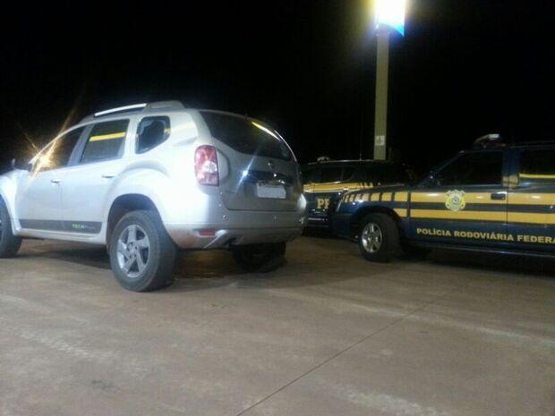 PRF recupera veículo roubado na Avenida Julio de castilho