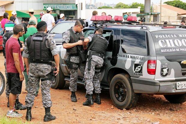 Trote universitário é acompanhado por operação policial conjunta próxima a Universidade da Capital
