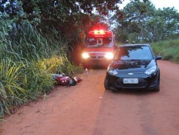 Moto e carro colidem em estrada vicinal de Três Lagoas